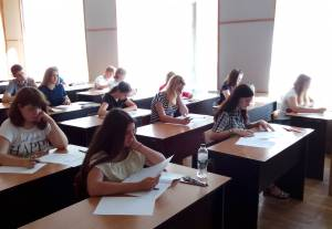 The entrant examinations for the enrollers in the College of Commerce of ZNU keep going
