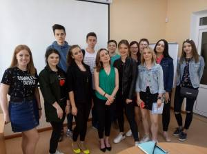 "American Renee Hickman told students about the ""Global Journalist"" project and her research project in ZNU"