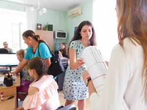 Employees of the selection board of ZNU help applicants to create electronic cabinets